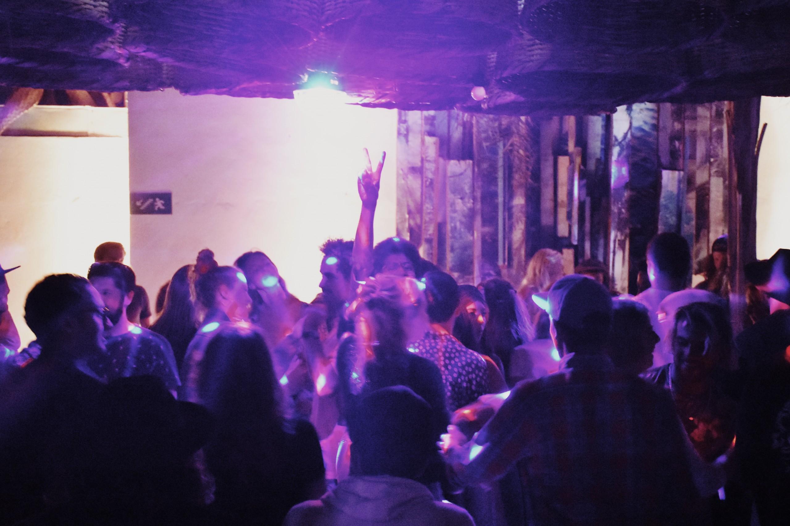 dancefloor party surf maroc amouage